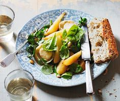 Grilled goat's cheese and pear salad