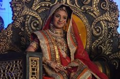 """XYZ) Actress Paridhi Sharma fainted while shooting for the Karwa Chauth sequence on the TV show """"Patiala Babes"""". The episode was shot on the occasion of Karwa Chauth on Thursday. - Social News XYZ Jodhaa Akbar, India Sari, Engagement Dresses, Indian Movies, Married Woman, Bride Look, Patiala, Indian Celebrities, Bollywood Fashion"""