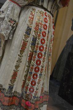 Musée de l'ethnographie, Budapest Hippy Fashion, Folk Fashion, Ethnic Fashion, Hungarian Embroidery, Folk Embroidery, Embroidery Ideas, Budapest, Folk Costume, Costume Dress