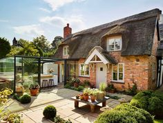 Glass kitchen extension leaves the original cottage extension untouched Dreamy Century English Cottage Acquires an Inspired Glass Box Kitchen English Cottage Style, Cottage Style Homes, English House, English Cottages, Storybook Cottage, Old Cottage, Cottage House, Architecture Journal, Architecture Design