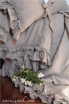 Pure Linen duvet cover 'Diane' with ruffles and ties by emeisonCOM