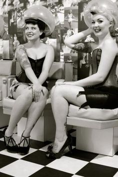 Retro Vintage Beauty Salons | chloe_lekeux_the_vintage_salon_diablo_rose_50s_beauty_parlour_hood ...