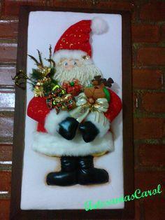 Christmas 2019 : Felt Christmas decorations on wooden frames Christmas Wall Hangings, Felt Christmas Decorations, Christmas Signs Wood, Snowman Decorations, Christmas Ornaments To Make, Etsy Christmas, Noel Christmas, Felt Ornaments, Christmas 2019