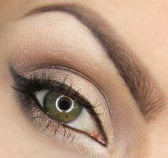 yeux marron vert apprendre a se maquiller les yeux fard a paupiere en beige doré