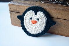 Crochet Penguin Applique and Crochet Gifts, Cute Crochet, Crochet Yarn, Crochet Flowers, Crochet Motifs, Crochet Squares, Crochet Patterns, Crochet Penguin, Crochet Animals