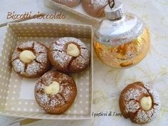 Questi #biscotti al #cioccolato #fariciti al #cioccolatobianco saranno buoni da servire ma anche da regalare http://www.ipasticciditerry.com/biscotti-al-cioccolato-farciti/