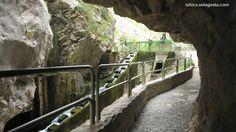 Picos de Europa -- Dia 5 -- Garganta del Cares (Bulnes -- Cordiñanes) Trekking, Asturias Spain, Garden Bridge, Outdoor Structures, Walks, Railings, Sidewalk, Chokers, Hiking