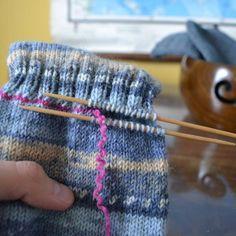Jälkijättöinen kantapää - Neulovilla Mittens, Friendship Bracelets, Knitted Hats, Socks, Knitting, Fingerless Mitts, Tricot, Breien, Fingerless Mittens