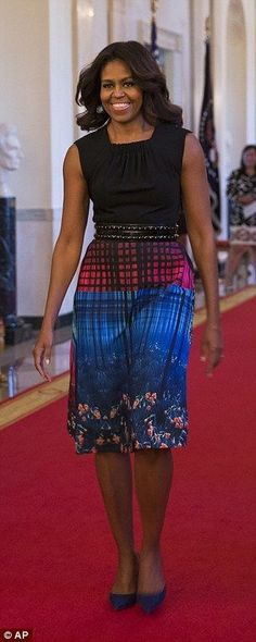 First Lady Michelle Obama Michelle Obama Fashion, Michelle And Barack Obama, Joe Biden, Durham, Barack Obama Family, Malia And Sasha, American First Ladies, Celebrity Red Carpet, Style And Grace