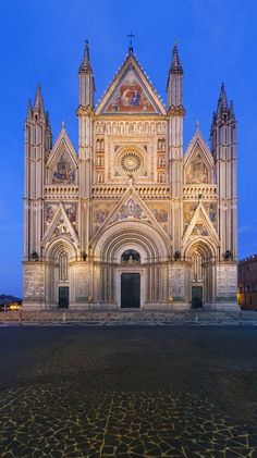 Duomo di Orvieto in Orvieto, Italy Umbria Italia, Places To Travel, Places To Visit, Travel Destinations, Architecture Antique, Living In Italy, Italy Holidays, Italy Travel Tips, Italy Tours