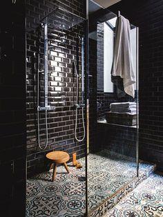 Modele salle de bain id e carrelage salle de bain carrelage sol hexagonal en noir et blanc - Salle de bain charlotte perriand ...