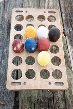 """Easter eggs painted """"traditional"""" way Montessori, Easter Eggs, Herbalism, Crafts For Kids, Triangle, Traditional, Creative, Diy, Painting"""