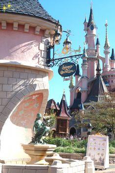 Les journées du patrimoine à Disneyland Paris : Ce qui vous attend ! - Les journées du patrimoine à Disneyland Paris : Ce qui vous attend ! Walt Disney World, Disney World Fotos, Disney World Pictures, Disney Parks, Disneyland Halloween, Paris Wallpaper, Disney Wallpaper, Hotel Disneyland Paris, Voyage Disney