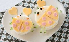 Ladybug Valentine sandwich - If you shop a little shy, ~ ♪ casually confessed that pairs a sandwich point is in the middle leg of the cucumber sandwich!
