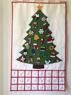 Ideas For Felt Christmas Tree Pattern Advent Calendar Christmas Countdown, Christmas Tree Advent Calendar, Diy Christmas Tree, Felt Christmas, Christmas Ornaments, Christmas Tables, Nordic Christmas, Modern Christmas, Christmas Stockings