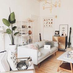 Квартира блогера. Акцент на детали - Simple + Beyond