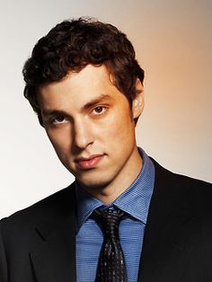 John Francis Daley as Dr. Lance Sweets on Bones John Francis Daley, John Daley, Bones Tv Series, Bones Tv Show, Dr Sweets Bones, Lance Sweets, Toby Turner, Michaela Conlin, Booth And Bones