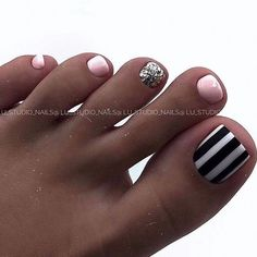 Toenail design is important as your fingernails, especially during the spring and summer. we've collected 42 trending toenail art designs for achieving an impeccable toenail design. Source by trends 2020 spring summer Gel Toe Nails, Feet Nails, Toe Nail Art, Gel Toes, Acrylic Nails, Toenails, Nail Nail, Diy Nails, Coffin Nails