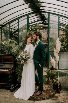 Green and Love 5 Wedding Tux, Wedding Attire, Green Wedding Suit, Elegant Wedding Themes, Wedding Designs, Vintage Groom, Vintage Wedding Suits, Wedding Planner Binder, Wedding Planning Book
