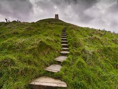 The path up to Glastonbury Tor. Glastonbury is one of my favorite places to spend time, either up on the Tor or in the town. Stonehenge, Glastonbury Tor, Glastonbury England, Glastonbury Somerset, Mists Of Avalon, Somerset England, Stairway To Heaven, Pilgrimage, Faeries