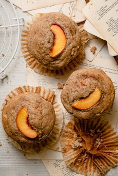Peach Muffins with large bakery style muffin tops, full of fresh peaches and flavored with cinnamon and vanilla. Moist muffins full of peach flavor! Peach Muffin Recipes, Blackberry Muffin, Peach Muffins, Chocolate Brownie Cake, Ripe Peach, Baking Muffins, Seasonal Food, Morning Food, Easy