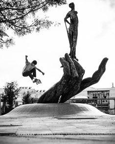 "cOLLAPSe skateboards (@collapseskateboards) sur Instagram : ""Slappy Birthday @wolftang999 Ollie - Chiclana de la Frontera #flamencollapse @legallout"" Skateboard Shelves, Skateboard Pictures, Skateboard Art, Surf Brands, Skate Shop, Skateboards, Ice Skating, Snowboard, Surfing"