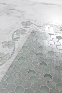 Meadow border - mosaic and water jet of Mosaique Surface - Painted floor tiles Küchen Design, Floor Design, Tile Design, House Design, Interior Exterior, Bathroom Interior Design, Interior Decorating, Bathroom Floor Tiles, Room Tiles
