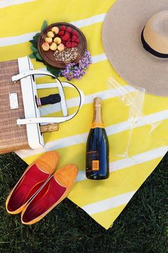 Make These 20 DIYs For The Most Awesome Summer Ever: DIY Painted Picnic Blanket