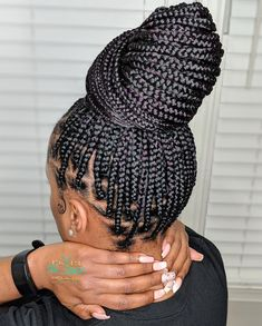 Knotless Braids vs Box Braids: What they are,Tutorials & Differences Braids Hairstyles Pictures, Box Braids Hairstyles For Black Women, African Braids Hairstyles, Braids For Black Hair, Hair Pictures, Weave Hairstyles, Girl Hairstyles, Viking Hairstyles, Party Hairstyles