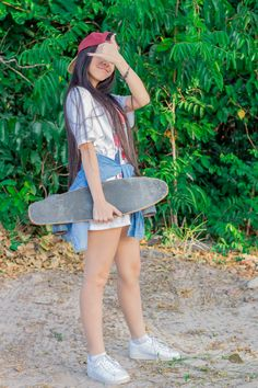 Kylie Jenner Fotos, Skater Look, Skate Photos, Skater Girl Outfits, Skate Girl, Perspective Photography, Foto Casual, Skate Style, Skateboard Girl