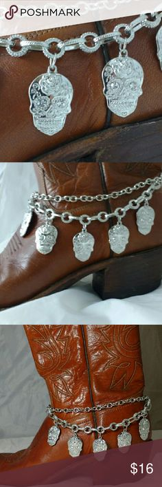 Sugar Skull Western Boot Chain Rhinestone eyes and Western style-Day of the Dead Bootchain. Boots are NOT included. Adjustable chain upto 15 inches.  Great gift idea! Bundle items and I'll give you a great deal!  Thanks for looking! big beehive Jewelry
