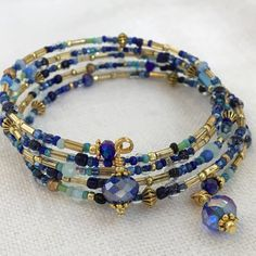 Aqua, Navy and Gold Vintage Seed Bead Memory Wire Bracelet, Czech Glass Seed Bead Bracelet, Gold and Swarovski Crystal Memory Bracelet Memory Wire Jewelry, Memory Wire Bracelets, Seed Bead Bracelets, Seed Beads, Bugle Beads, Beaded Bracelets Tutorial, Beaded Bracelet Patterns, Beaded Jewelry, Handmade Jewelry