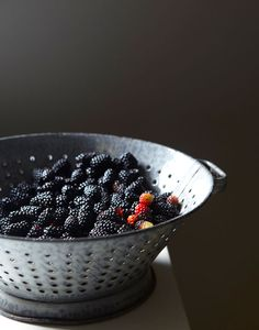 Blackberries by Gentl and Hyers Memento Mori, Food Photography Styling, Food Styling, Organic Recipes, Raw Food Recipes, Fruit Picture, Vegan Foods, Fruits And Vegetables, Fresh Fruit