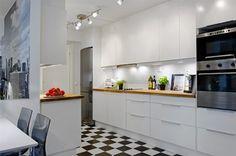 Meubles de cuisine blanc carrelage damier noir et blanc