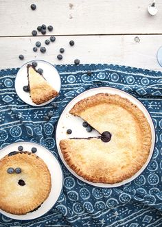 Blueberry pie | photo by Gucio Photography | 100 Layer Cake