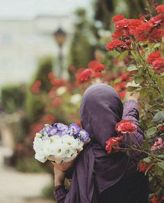 Find images and videos about flowers and hijab on We Heart It - the app to get lost in what you love. Beautiful Muslim Women, Beautiful Hijab, Beautiful Roses, Hijab Niqab, Muslim Hijab, Niqab Fashion, Muslim Fashion, Fashion Outfits, Hijabi Girl