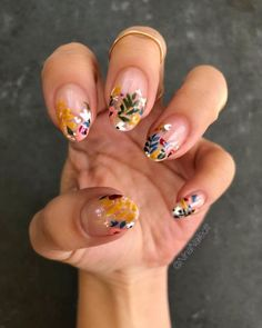 Nageldesign - Nail Art - Nagellack - Nail Polish - Nailart - Nails I fell in love with all the littl Stone Nails, Cute Nails, Pretty Nails, Cute Spring Nails, Summer Nails, Summer Nail Art, Cute Short Nails, Gorgeous Nails, Hair And Nails