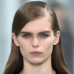 Tendances coiffure automne-hiver : les cheveux tirés et cirés chez Diesel