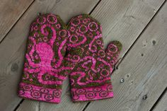 finally - the pattern is now apparently available on Ravelry! Love these mittens. So whimsical!