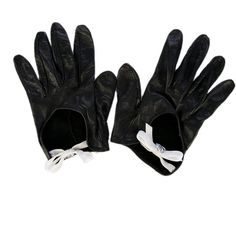 Chanel Leather Gloves ($395) ❤ liked on Polyvore featuring accessories, gloves, chanel, driving gloves, bow gloves, leather gloves and white driving gloves