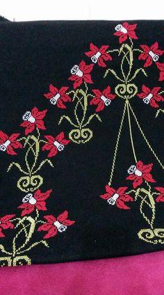 Palestinian Embroidery, Cross Stitch Patterns, Flowers, Books, Moda Masculina, Cross Stitch, Tatuajes, Cross Stitch Designs, Makeup Eyes