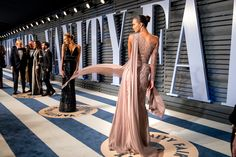 Vanity Fair Oscar Party 'Red' Carpet - BWArchitects - Designed by the New York City based Architecture firm BWArchitects. Bridal Decorations, 18th Birthday Party, Vanity Fair Oscar Party, Photo Booth, Awards, Hollywood, Life Plan, Beauty, Dream Job