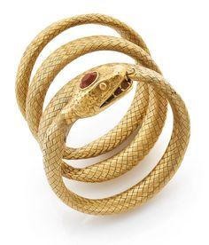 Bracelet Serpent  en fils d'or jaune tressés. La tête est ornée d'une citrine ronde facettée.  Travail du XIXème siècle.