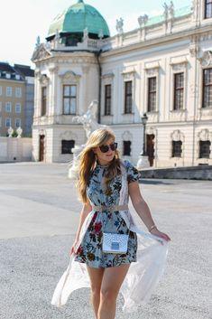 Romantisches Blumenkleid Schloss Belvedere Wien Outfit Prinzessin Fashionblog Modeblog Reiseblog Brinisfashionbook Furla Metropolis Bolero Mini Romantik Look 2 Furla Metropolis, Outfit, Mini, Casual, Dresses, Fashion, Princesses, Gowns, Outfits