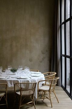 Casa Mimosa is a new hotel by the H10 hotel chain, designed by Tarruella Trenchs Studio. Located in a listed building on Pau Claris Street in Barcelona, the hotel design integrates original elements o