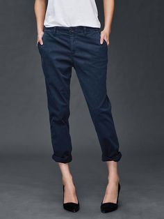 Gap girlfriend chino, Size Worn/washed once. Gap girlfriend chino, size Worn and washed only once. Comes from a smoke- and cat- free home. Trousers Women Outfit, Khaki Pants Outfit, Pants For Women, Clothes For Women, Outfit Strand, Blue Chinos, Outfits Damen, Baby Kids Clothes, Gap Women