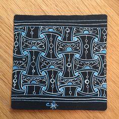 Delft Delights on a black tile. Tangle Doodle, Tangle Art, Zen Doodle, Zentangle Drawings, Zentangle Patterns, Zentangles, Doodle Art Designs, Black Tiles, Black Paper