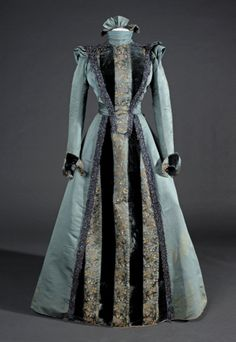 the Museu del Disseny (Fripperies and Fobs) Vintage Outfits, Vintage Gowns, Vintage Mode, 1890s Fashion, Edwardian Fashion, Vintage Fashion, Steampunk Fashion, Gothic Fashion, Victorian Gown