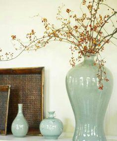 Vases, plant, colors... more ideas for foyer shelf
