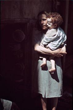 Ghetto de Lublin, 1940. Max Kirnberger. Officier de la Wehrmacht pendant la guerre, il se rend entre 1939 et 1941 à Lublin, Zamosc, Izbica Lubelska et Rzeszow. Kirnberger meurt en 1983 et c'est sa fille qui confie ses 490 négatifs datant de la période 1937-1941 – parmi lesquels 70 relatifs au ghetto de Lublin – Deutsches Historisches Museum à Berlin.